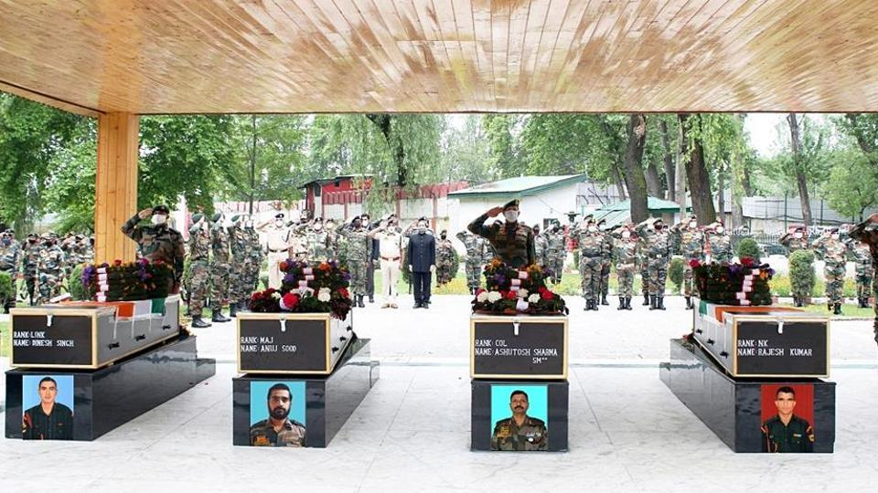 Top army commanders Lt Gen YK Joshi and Lt Gen BS Raju were among those who paid homage to the soldiers.