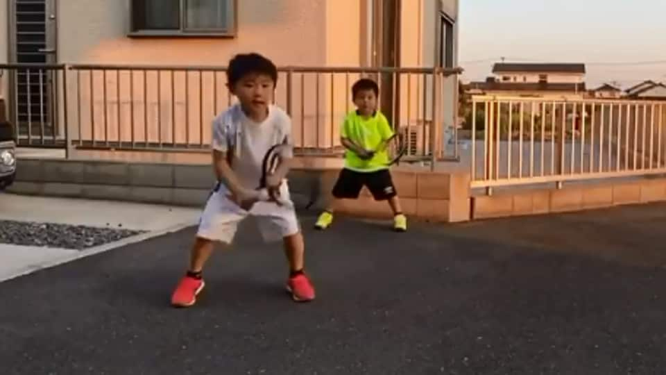 Kids Imitate Roger Federer And Novak Djokovic S Playing Styles Wow Says Twitter It S Viral Hindustan Times