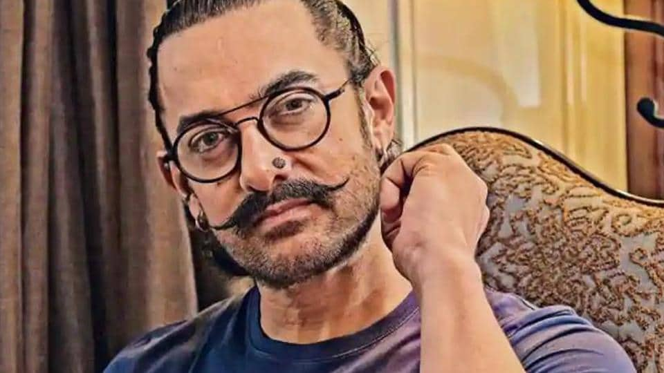 Aamir Khan promotes scriptwriters, asks them to continue working despite lockdown.