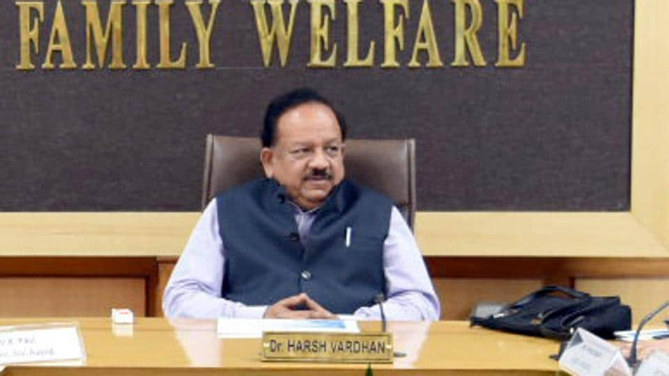 The Union Minister for Health & Family Welfare, Science & Technology and Earth Sciences, Dr. Harsh Vardhan also visited the control room and testing laboratories, and reviewed the current status of COVID-19 testing with NCDC Director Dr S K Sing and other senior officials