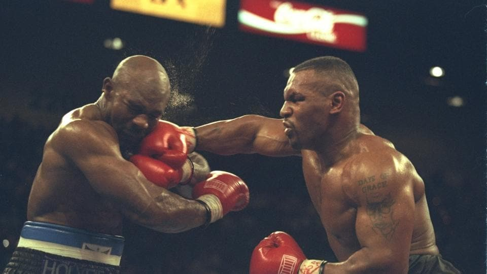 9 Nov 1996: Mike Tyson hits Evander Holyfield