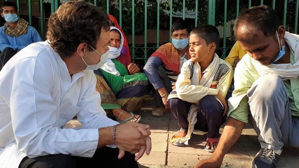 Congress leader Rahul Gandhi interacting with migrant workers in Delhi. (HT Photo)