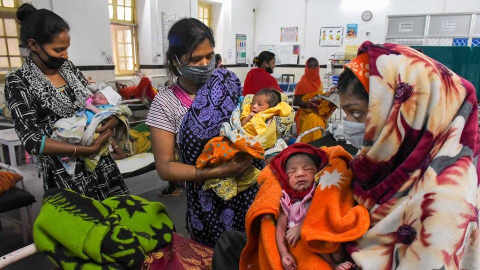 Mothers with their newborn babies in Jabalpur.