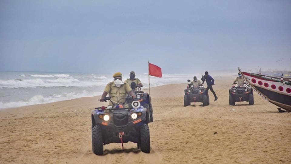 Puri cops ensure people stay indoors.