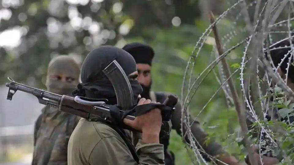 Police spokesman confirmed that the encounter had started at Kanemazar Nawakadal area of Srinagar.