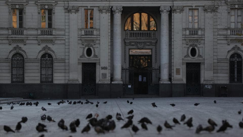 Pigeons are seen in front of the headquarters of Chilean post office at downtown Santiago. According to COVID-19 tracker Worldometer, Chile has reported 46,059 cases and 478 deaths. (Ivan Alvarado / REUTERS)