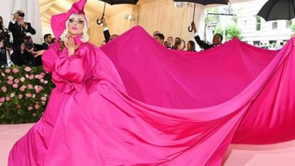 Lady Gaga enters the Met Gala 2019 pink carpet.