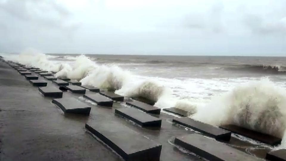 High tide at Digha in East Medinipur ahead of cyclone 'Amphan' landfall on Wednesday.