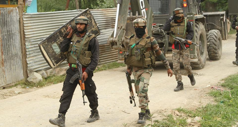 Army soldiers leave the site of the encounter with Hizbul Mujahideen commander Riyaz Naikoo and his close aide in Beigpora, Pulwama, Jammu and Kashmir, India on Wednesday May 05, 2020.