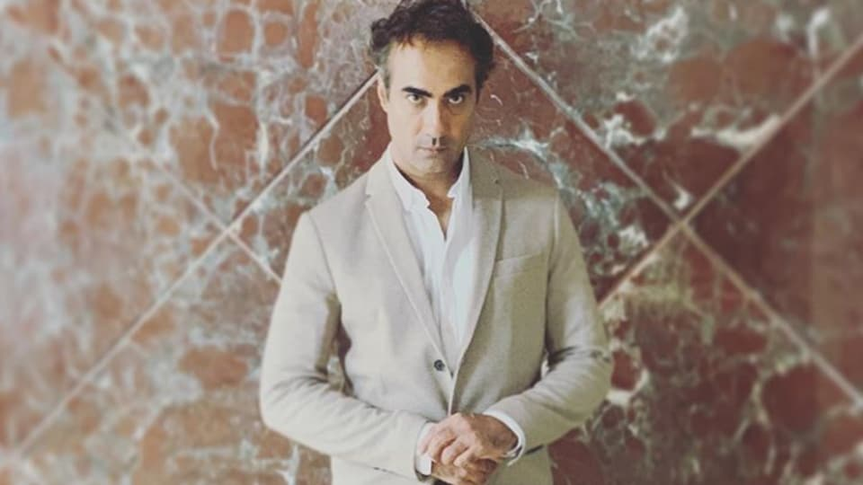 Ranvir Shorey tweeted continuously during his eight-hour wait at the police station.