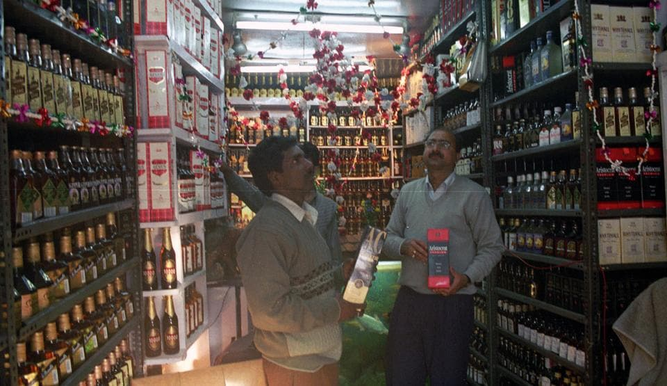 Ranchi (FILE PHOTO) Liqour shop in Ranchi( Photo by Diwakar Prasad/ Hindustan Times) CAN GO WITH THE STORY OF SANJOY DEY
