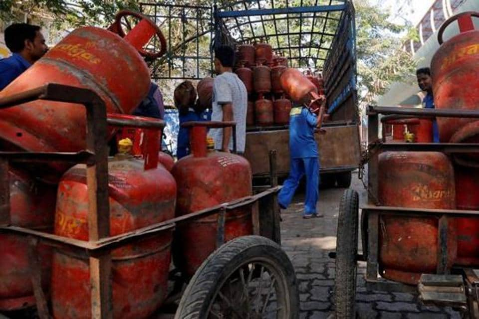 Prices of LPG cylinders are revised by fuel retailers on the first day of every month depending mainly on the international benchmark rate of LPG and the exchange rate of the US dollar and the Indian rupee.