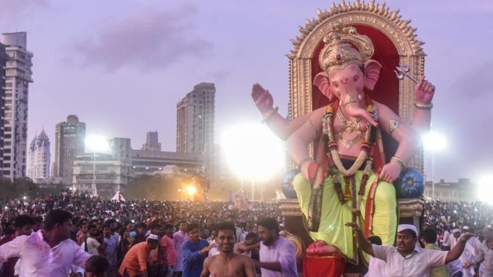 On an average, 11,000 large and 1.6 lakh small idols are made each year during Ganeshotsav in Maharashtra using PoP.