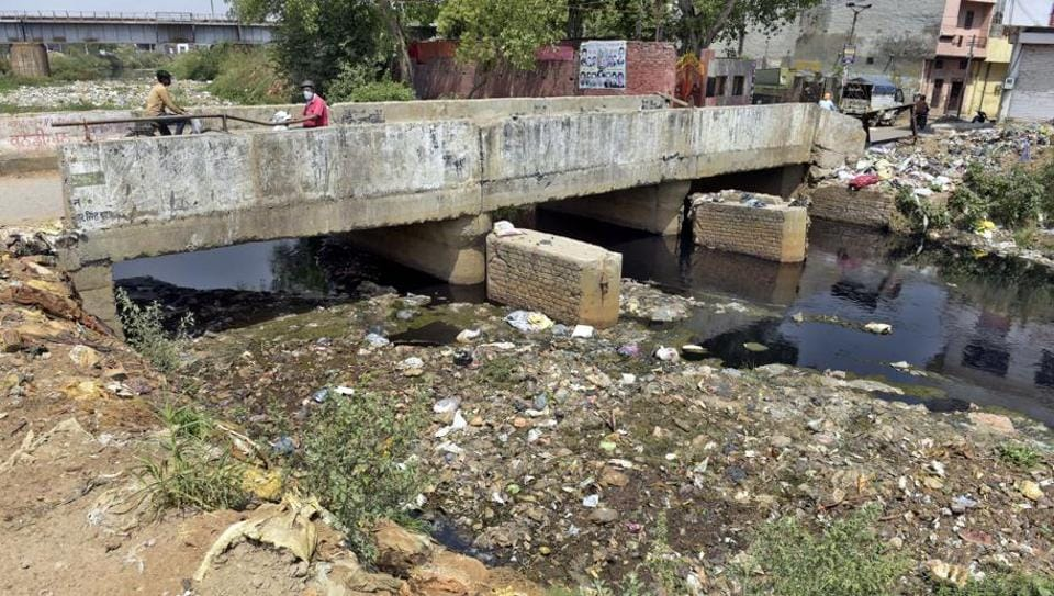 As the Buddha Nullah is the main drain of the city, the sewer system across the city gets choked when the nullah overflows.