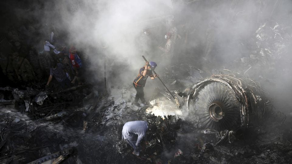 Volunteers look for survivors of a plane that crashed in residential area of Karachi, Pakistan, May 22, 2020.