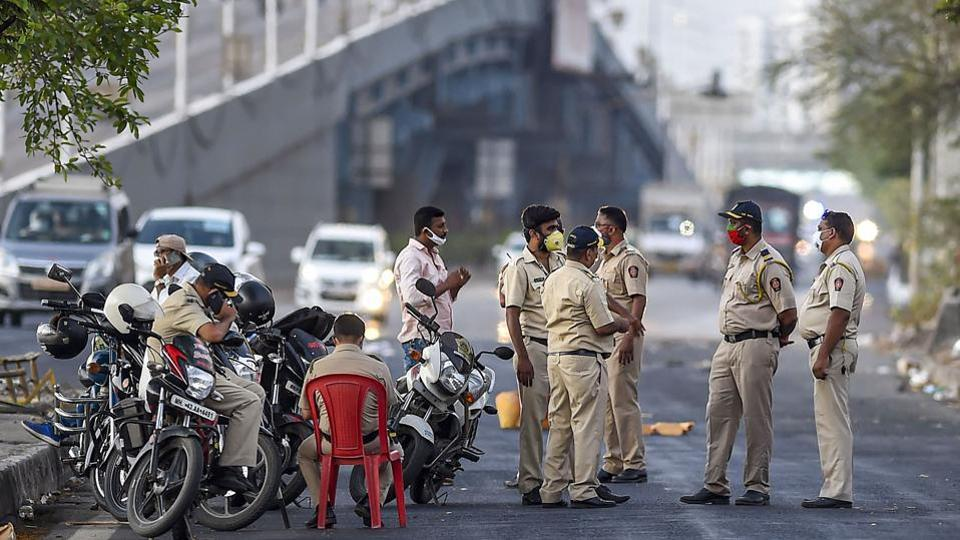Police personnel stop migrants on their way back to reach native places on Eastern Express Highway, during a nationwide lockdown as a preventive measure against the coronavirus pandemic, at Mulund in Mumbai, Sunday, May 10, 2020/ representative.