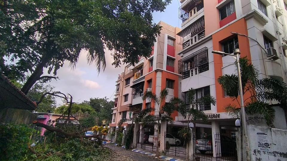Residents of apartments in east Kolkata's Hussainpur – Madurdaha had the feeling that their apartment buildings were almost swaying during the onslaught of Cyclone Amphan.