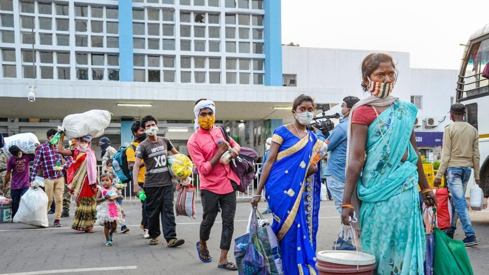 Ranchi: Migrants carrying their luggage walk to board buses for their homes after arriving from Jaipur by a Shramik special train, at Hatia Railway Station in Ranchi, Monday, May 18, 2020, amid ongoing COVID-19 lockdown. (PTI Photo) (PTI18-05-2020_000274B)