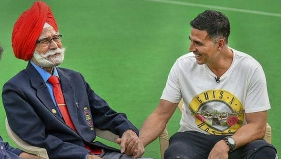 Akshay Kumar condoles hockey legend Balbir Singh's death, shares pic with 'amazing personality'. See here – bollywood