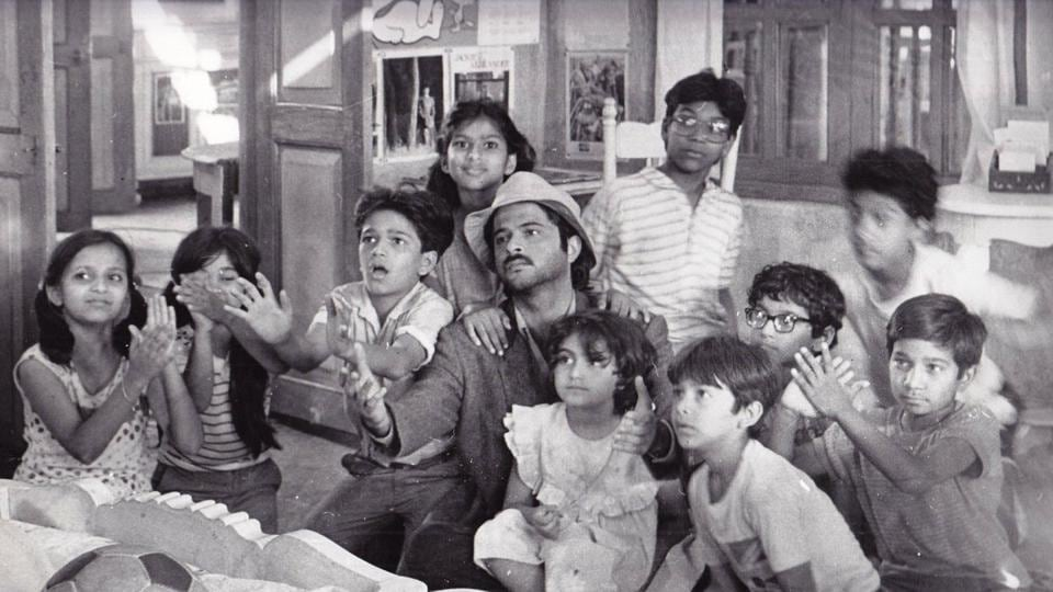 Anil Kapoor with all the wonderful kids of Mr India.