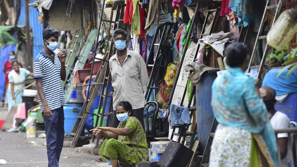 Residents of Dharavi slums wear protective masks.