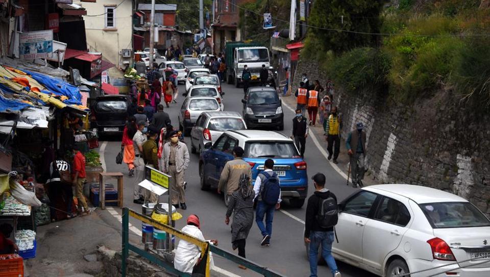 Vehicles moving slowly during traffic jam at Sanjauli in Shimla.