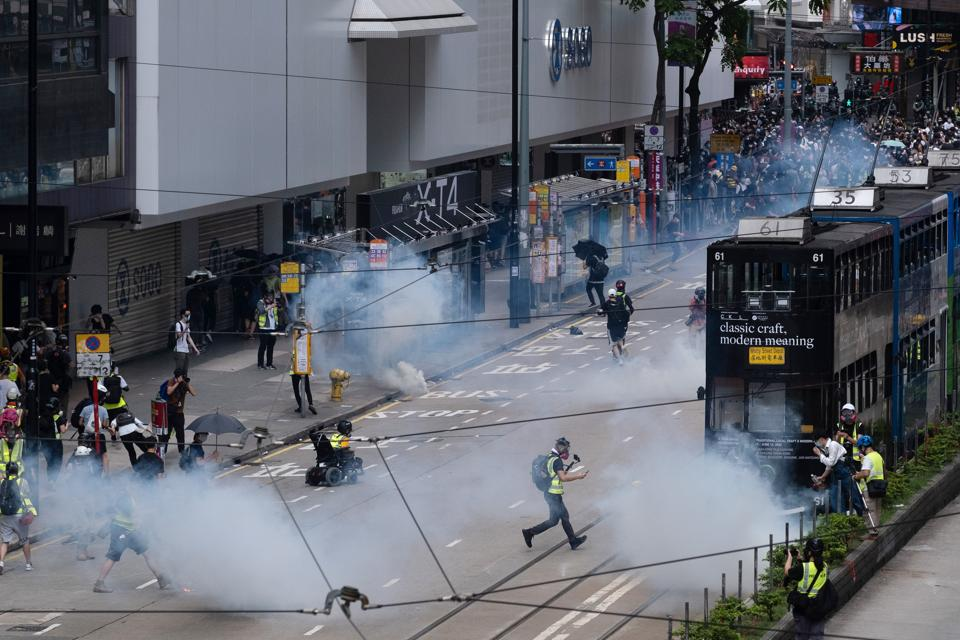 https://www.hindustantimes.com/rf/image_size_960x540/HT/p2/2020/05/25/Pictures/hong-kong-protests-against-new-china-security_cb038b6c-9e3b-11ea-8b22-f47c01eaa370.jpg