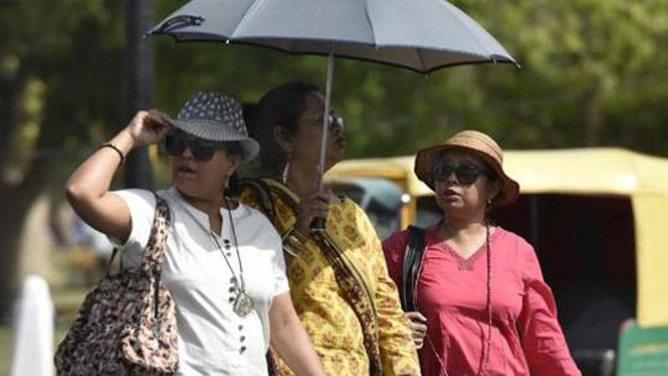 The Safdarjung weather station recorded the maximum temperature at 44.4 degrees Celsius