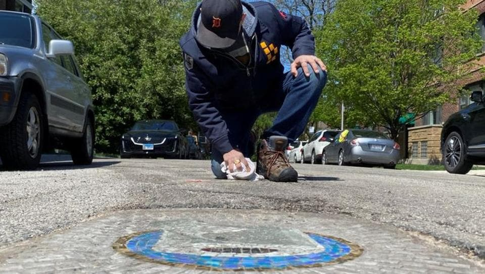 Chicago artist Jim Bachor creates four pandemic-themed pothole mosaics on the city's North Side, during the coronavirus disease (COVID-19) outbreak in Chicago, Illinois, U.S., May 20, 2020. Picture taken May 20, 2020. REUTERS/Brendan O'Brien (REUTERS)
