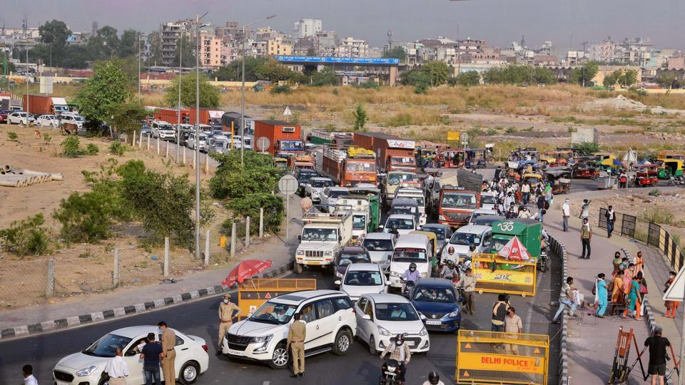Traffic snarls at Ghaziabad's UP-Gate border after authorities restrict movement to Delhi