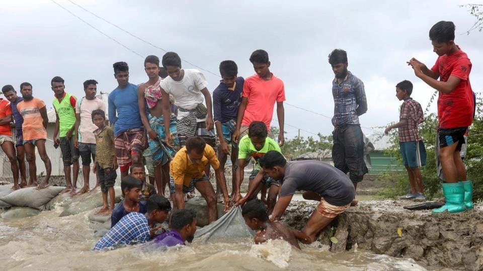 Local people try to enforce the embankment before the cyclone Amphan makes its landfall in Gabura outskirts of Satkhira district, Bangladesh.