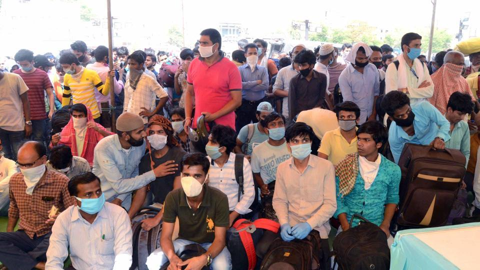 Madhya Pradesh, May 19 (ANI): Stranded migrants arrive to board a special train to reach Katni, during coronavirus lockdown, at Habibganj Railway Station in Bhopal on Tuesday. (ANI Photo)