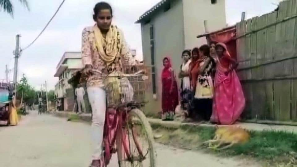 The 15-year-old girl who won praise for carrying her injured father hundreds of miles across India by bike said on Wednesday she never thought of giving up after promising her mother she would get him home safely.
