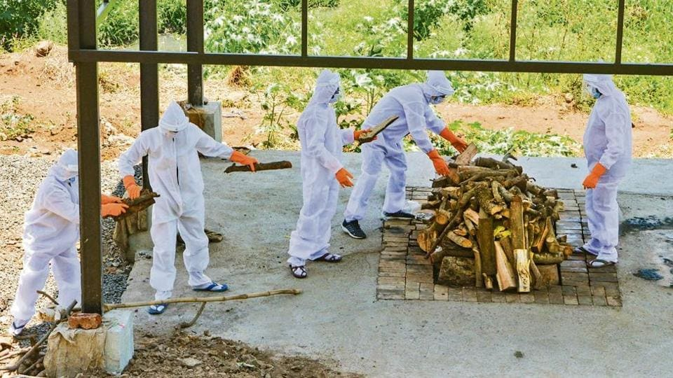 Using wood for the cremation of bodies of Covid-19 patients was not allowed earlier for the fear of possible spread of the infection.