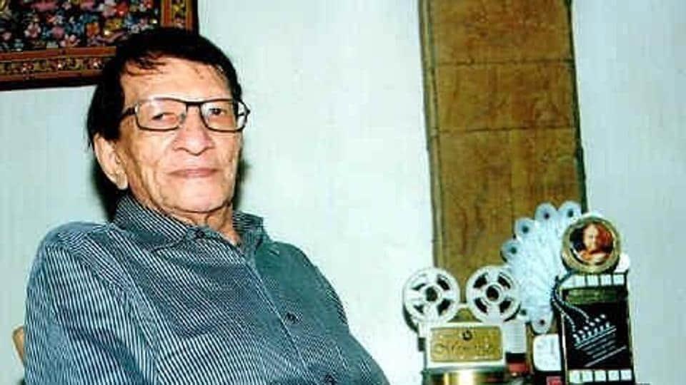 Yogesh penned songs in films directed by Hrishikesh Mukherjee and Basu Chatterjee.