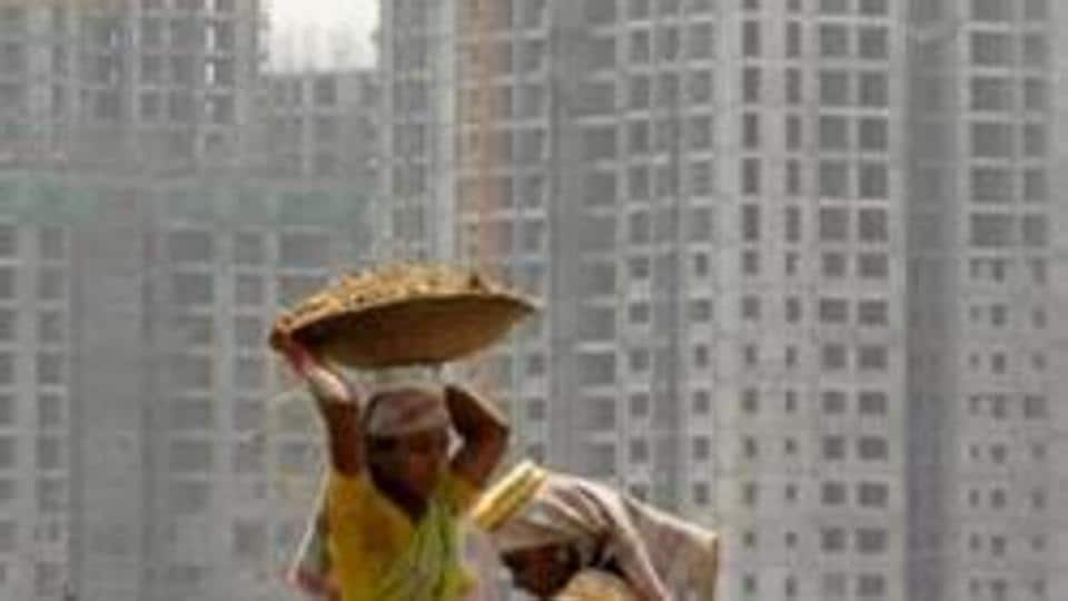 Real estate body NAREDCO,  with 250 developers as members of its UP chapter, will  provide employment  to 2.5 lakh migrant workers in Uttar Pradesh .