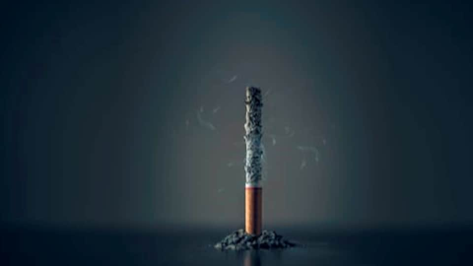 Most people start smoking early, with the mean age at initiation of daily smoking being 18.7 years.