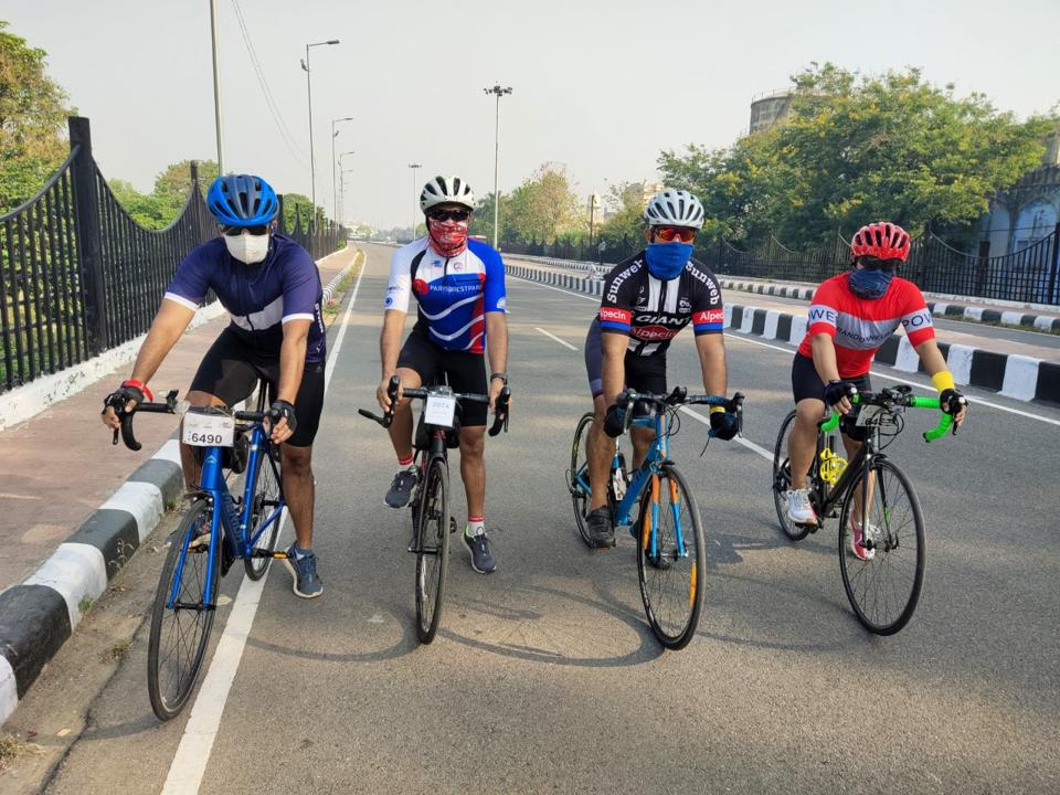 Kushagra Kapoor, Yashesh Vyas, Shad Zaman and Dr Imran Khan on a group ride.