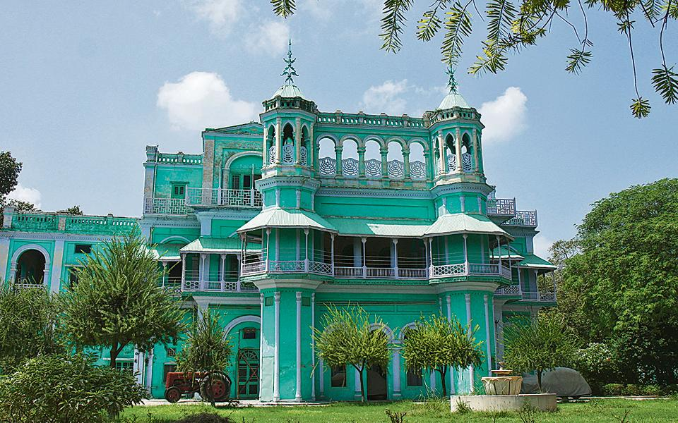 One of the properties at stake is Rajmahal in Faridkot, which is spread over 14 acres.