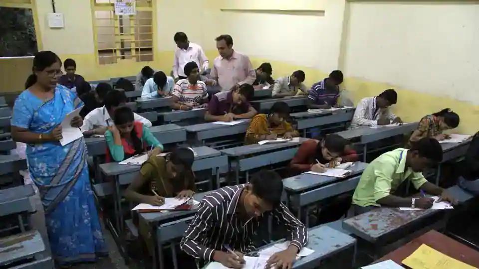 ABVP slams Maharashtra govt over not holding final year varsity exams