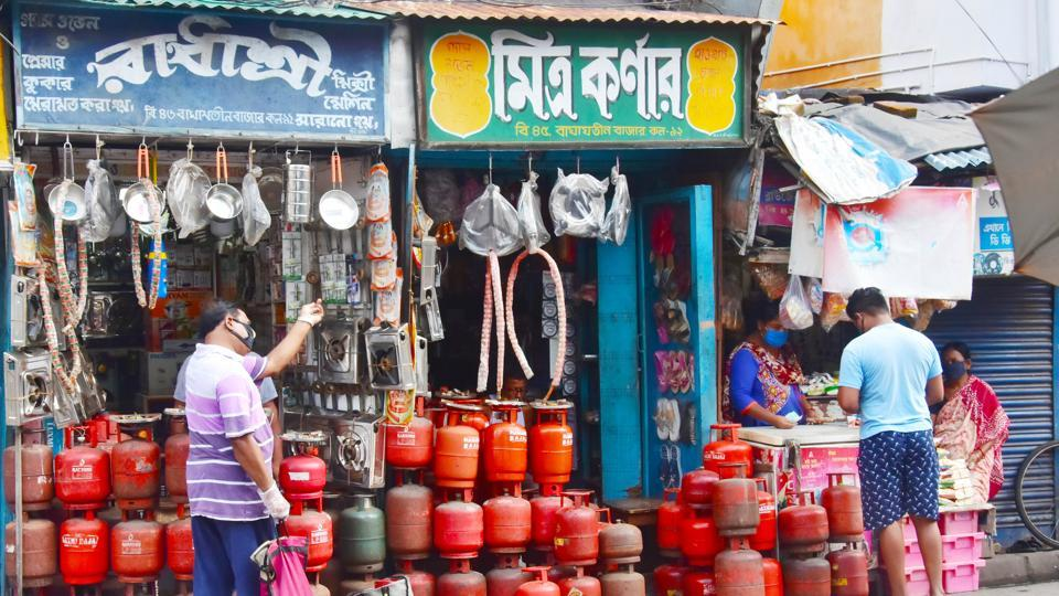 IOC said retail prices of cooking gas was slashed substantially by Rs 162.5 a cylinder in Delhi last month to Rs 581.50 because of a steep decline in international prices.