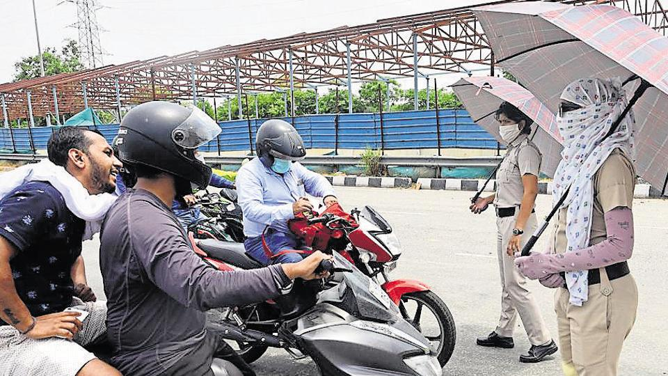 The two conflicting orders on Monday evoked sharp reactions from the commuters and businessmen in the Millennium City.