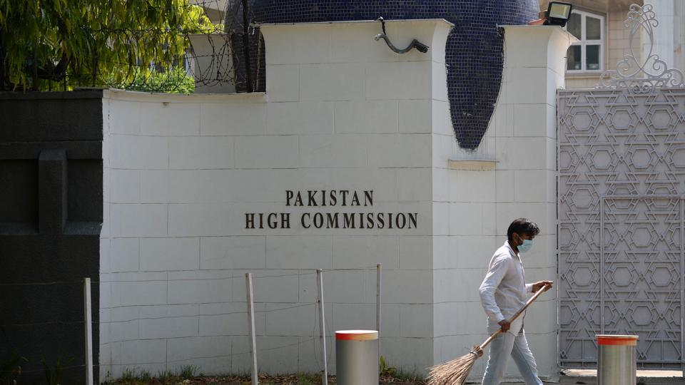 Pak mission official posed as journo kin: Police