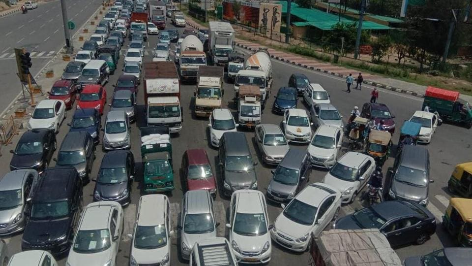 The officials of the NHAI said that the traffic jams were not due to construction work but due to barricading put up at the border area of NH-9. (Photo: Sakib Ali/HT)