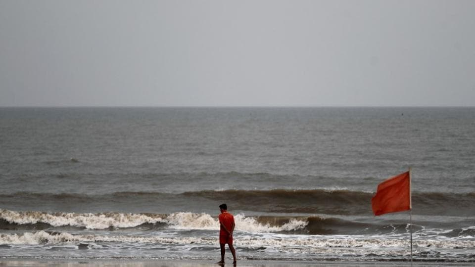 Nisarga has intensified into a severe cyclonic storm early on Wednesday morning and is currently recording a wind speed of 85 to 95kmph gusting to 105kmph.(PTI)