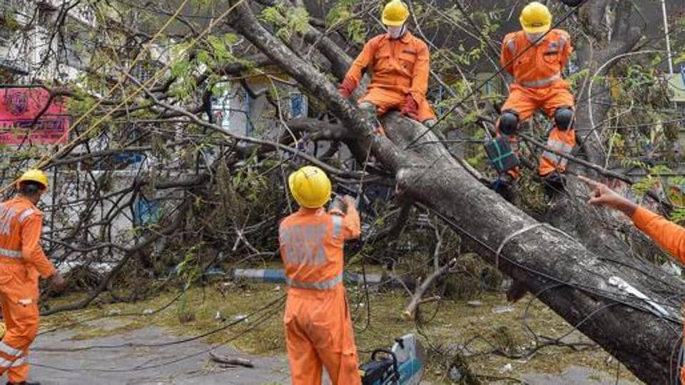 The team is also expected to tour around the state capital Kolkata that had witnessed substantial damages in the wake of the super storm.
