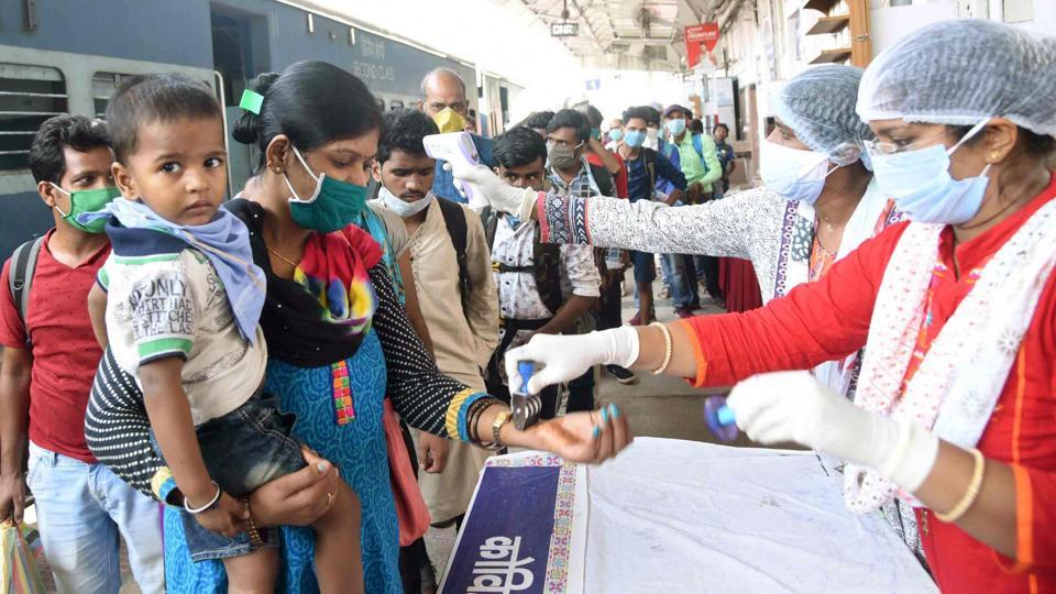 India has recorded more than 8,000 cases for three consecutive days with the total number of infections now at over 2,00,000.( Photo Santosh Kumar/ Hindustan Times)