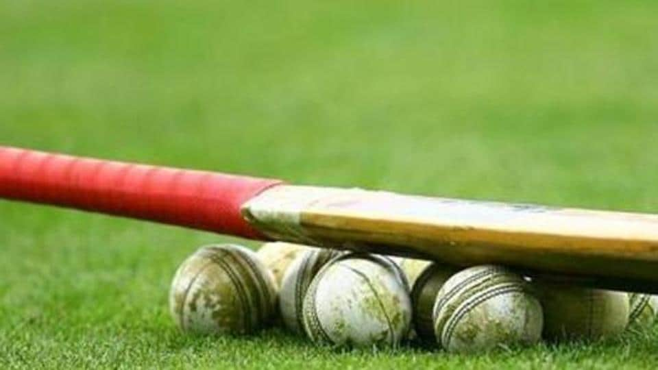 INVERCARGILL, NEW ZEALAND - FEBRUARY 19: Cricket bat and balls are seen before the fourth Twenty20 match between the New Zealand and Australia at Queens Park on February 19, 2011 in Invercargill, New Zealand. (Photo by Teaukura Moetaua/Getty Images)