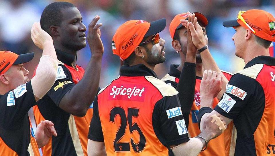 Darren-Sammy Sunrisers-Hyderabad with his teammates during IPL
