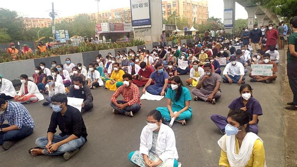 The junior doctors have withdrawn their strike after Telangana health minister promised to consider their demands.
